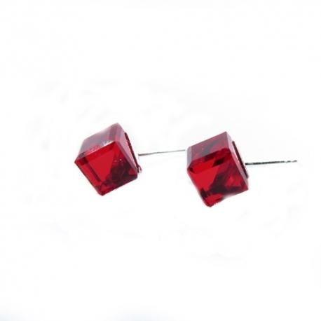Náušnice Swarovski elementskocky 6 mm červené LIGHT SIAM – napichovačky