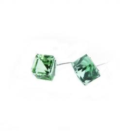 Náušnice Swarovski elements kocky 6 mm zelené PERIDOT – napichovačky