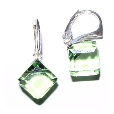 Strieborné náušnice kocky Swarovski elements 8 mm zelené PERIDOT